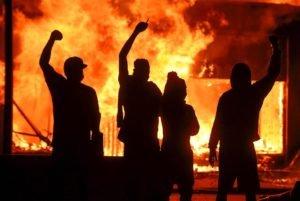 EUA em chamas